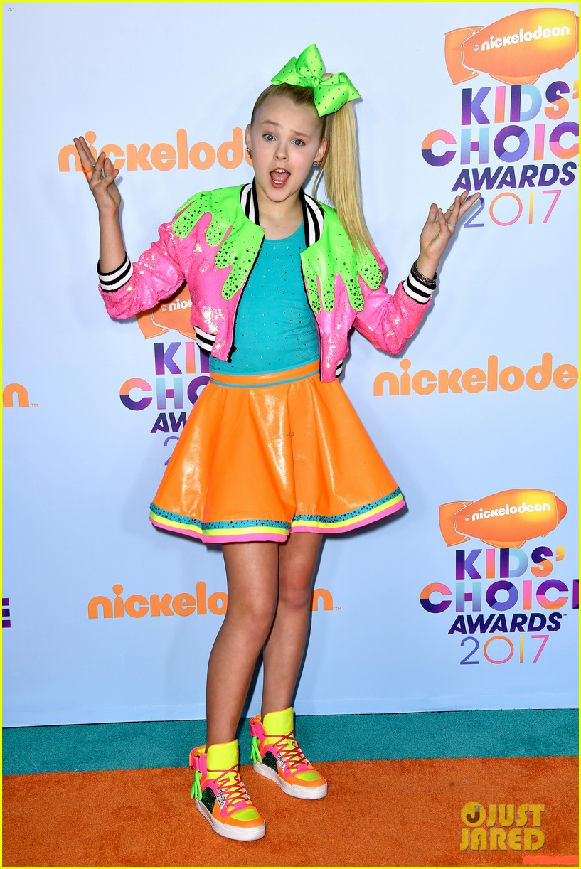 jojo siwa wears slime inspired outfit to kcas 2017 05