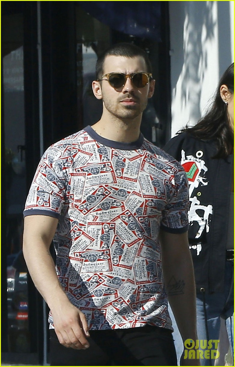 joe jonas is back in the us after trip to europe 02