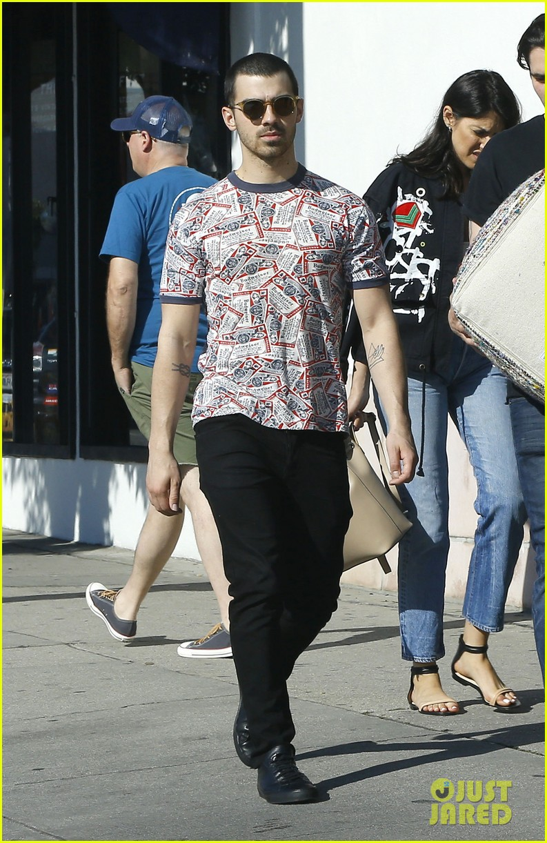 joe jonas is back in the us after trip to europe 05