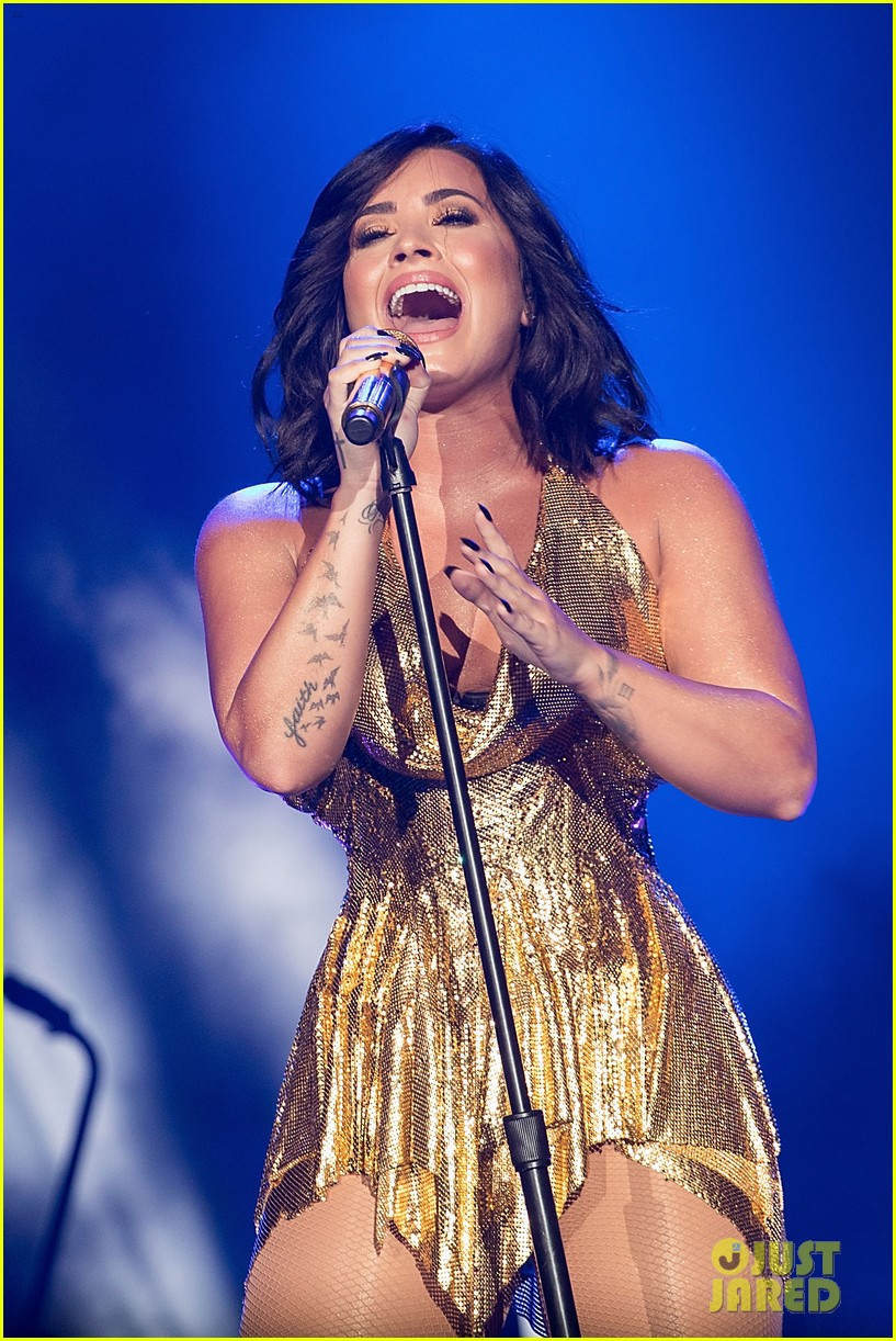 demi lovato performs at beautykind concert for causes in texas 06