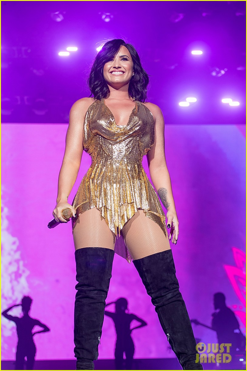 demi lovato performs at beautykind concert for causes in texas 08