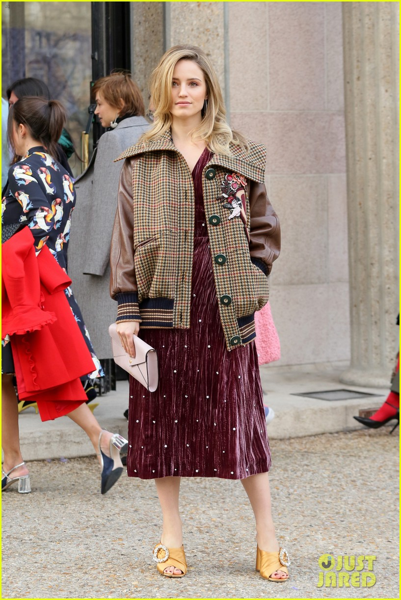 maisie williams zoey deutch miu miu paris fashion week 05