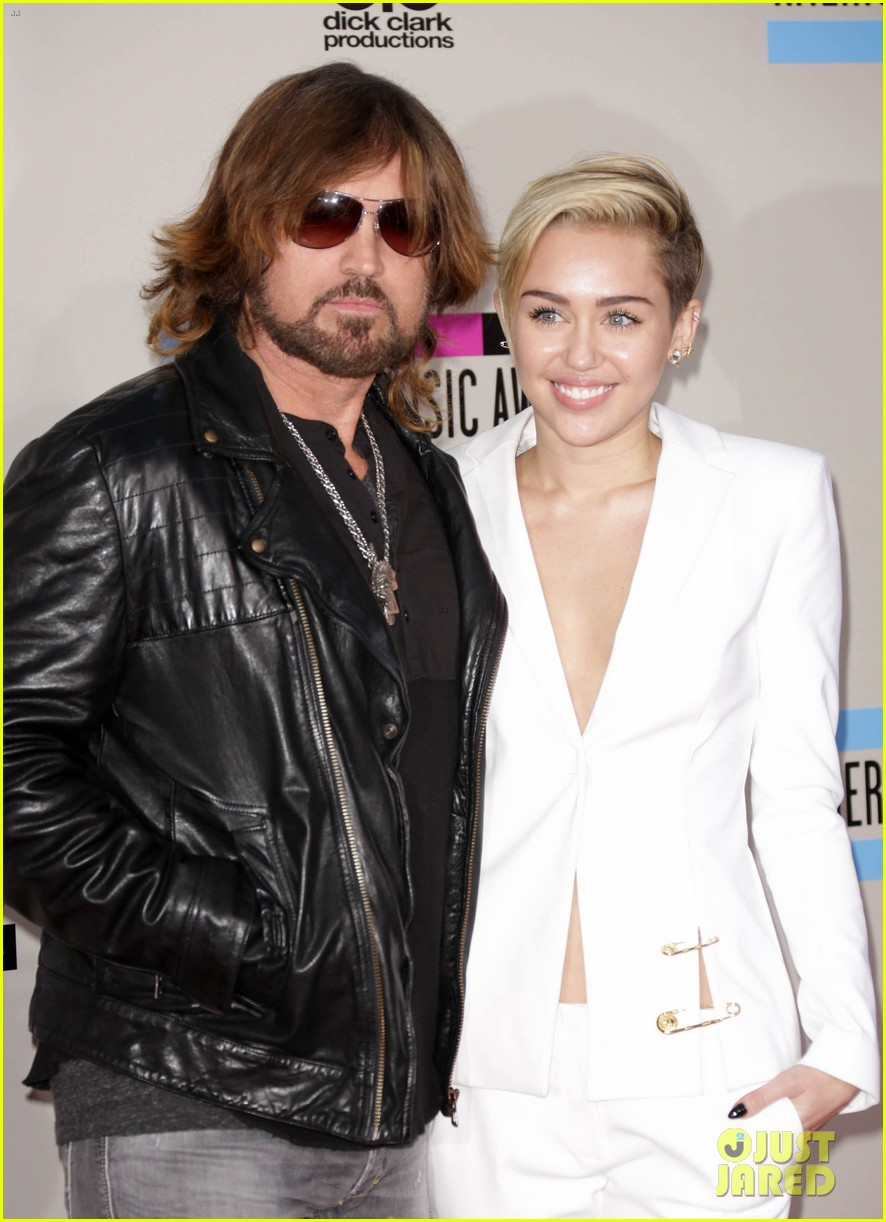 miley cyrus gets dad tattoo 04