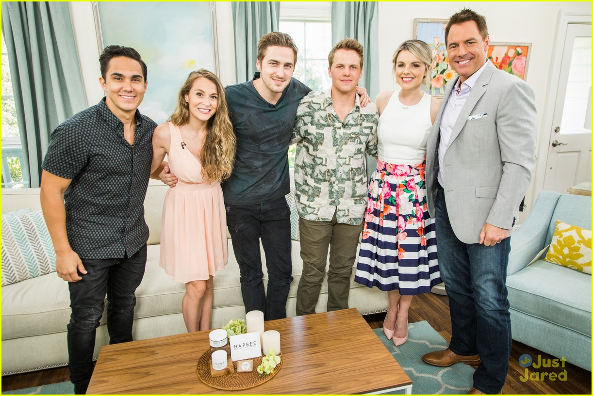 alexa carlos kendall kevin home fam appearance 04