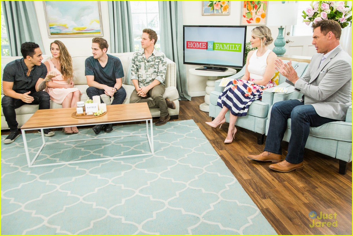 alexa carlos kendall kevin home fam appearance 11
