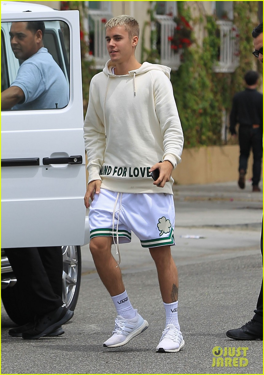justin bieber has a day out in beverly hills 01