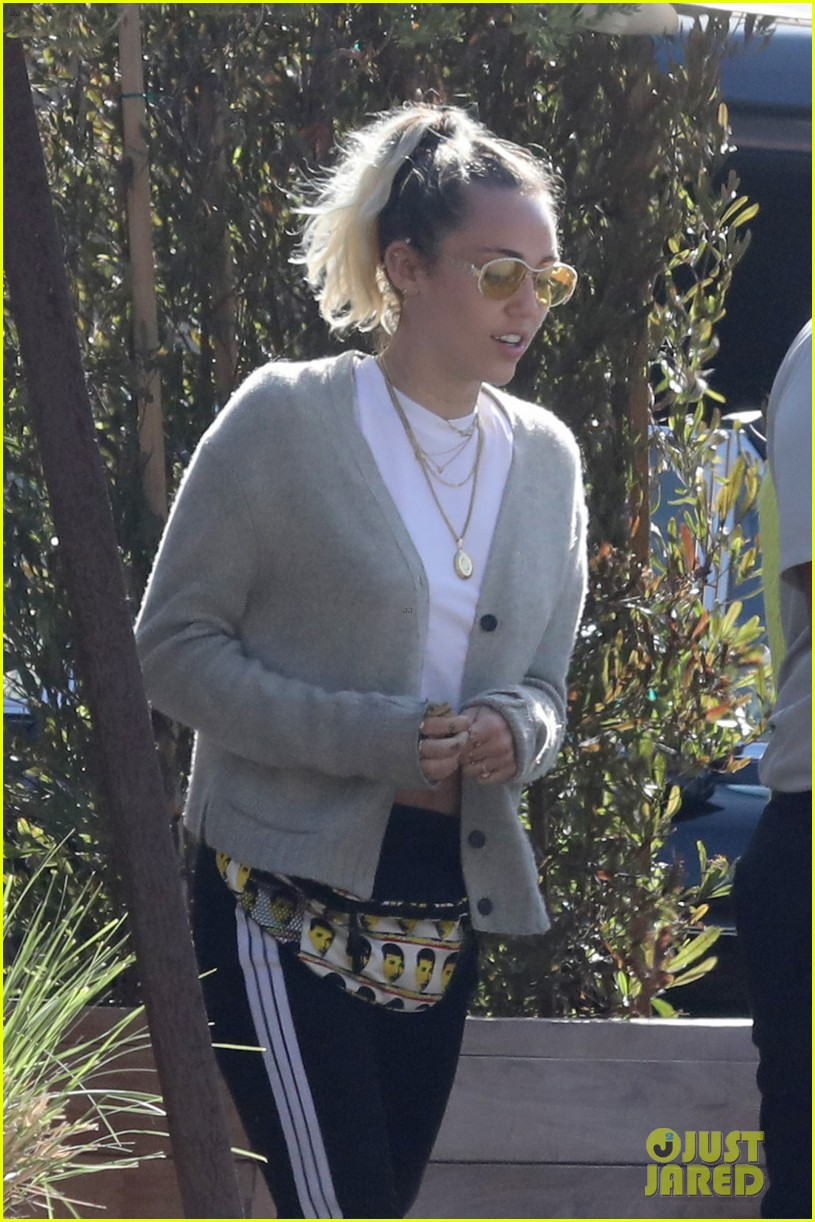 miley noah cyrus lunch with mom tish after noah announces new single 04