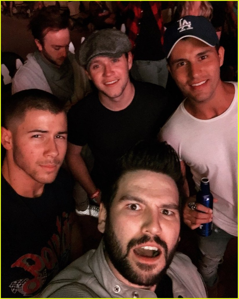 nick jonas niall horan dan shay check out shania twain together 04