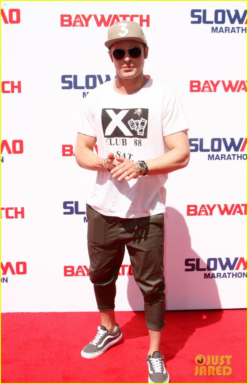 zac efron wears capri pants for baywatch slowmo marathon 10