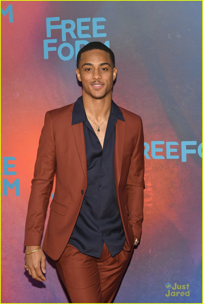 famous in love upfronts new romance coming 01