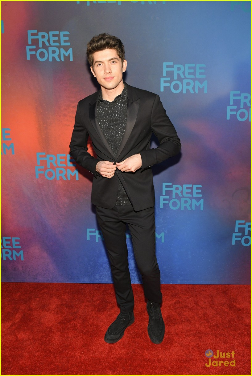 famous in love upfronts new romance coming 10