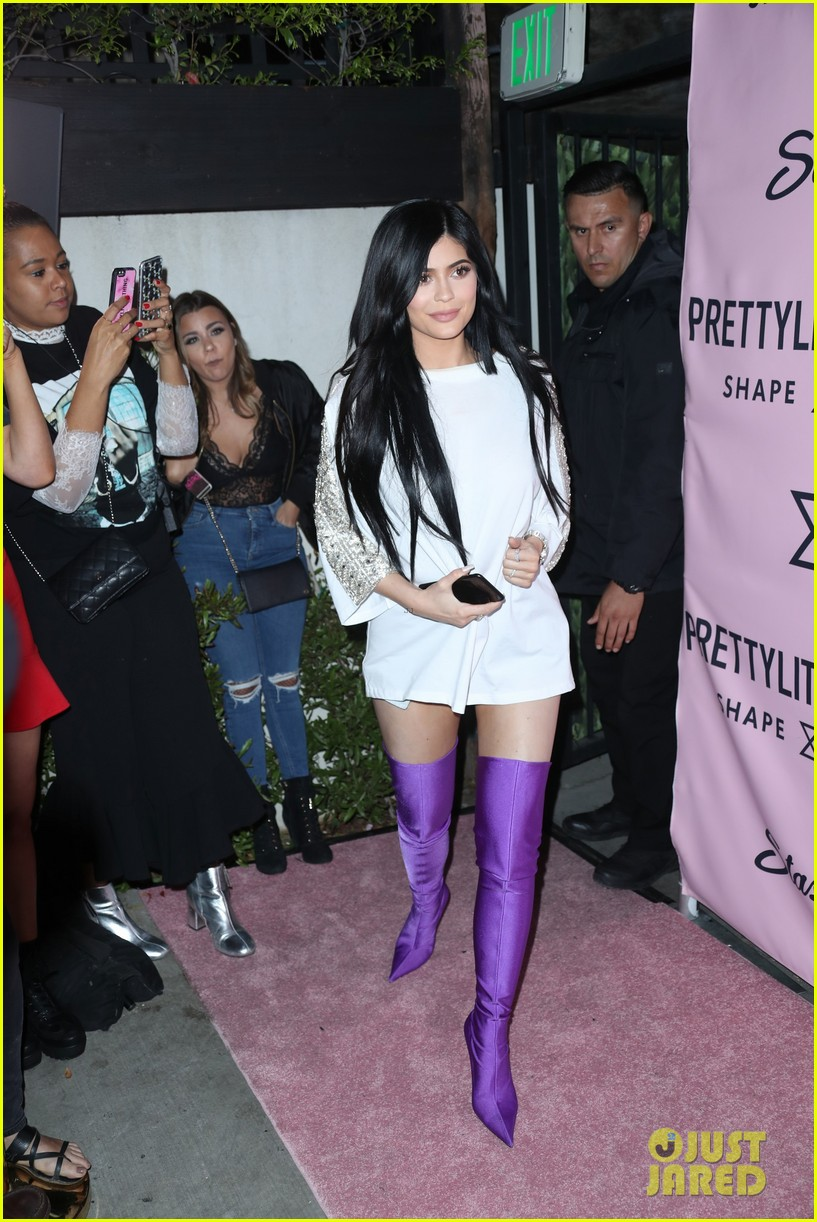 kylie jenner steps out after life with kylie spinoff show announcement 05
