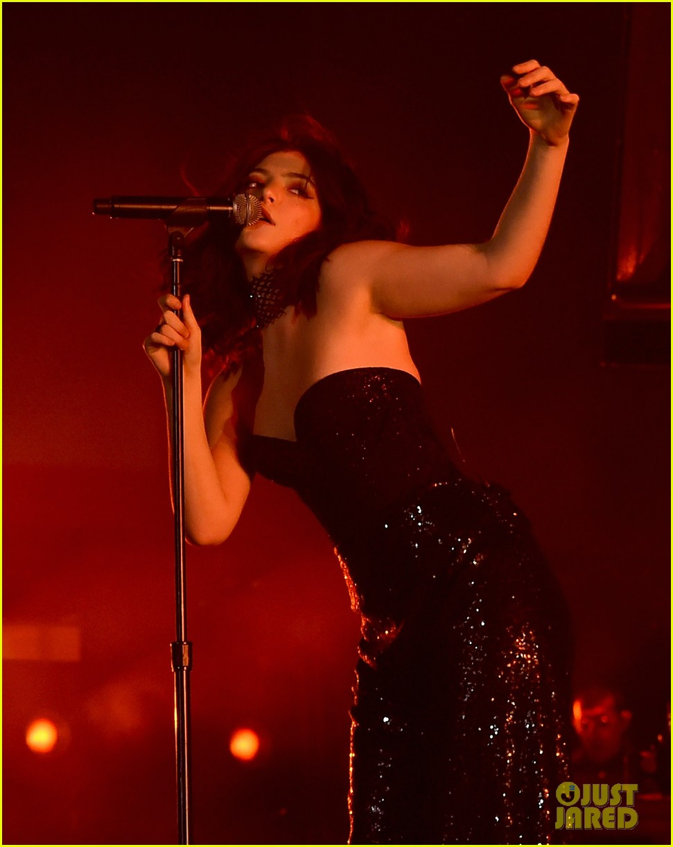 lorde performs on coachella weeknd two 08