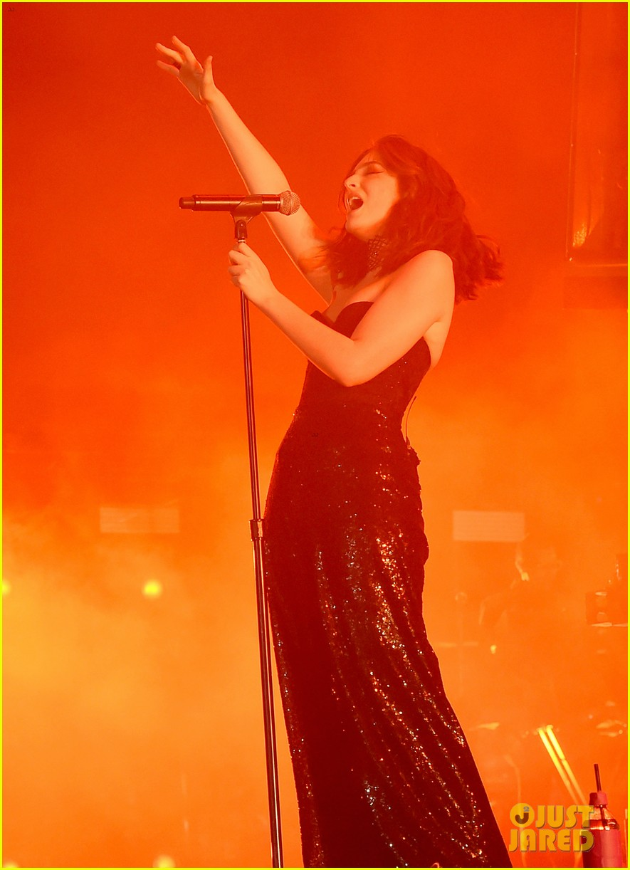 lorde performs on coachella weeknd two 09