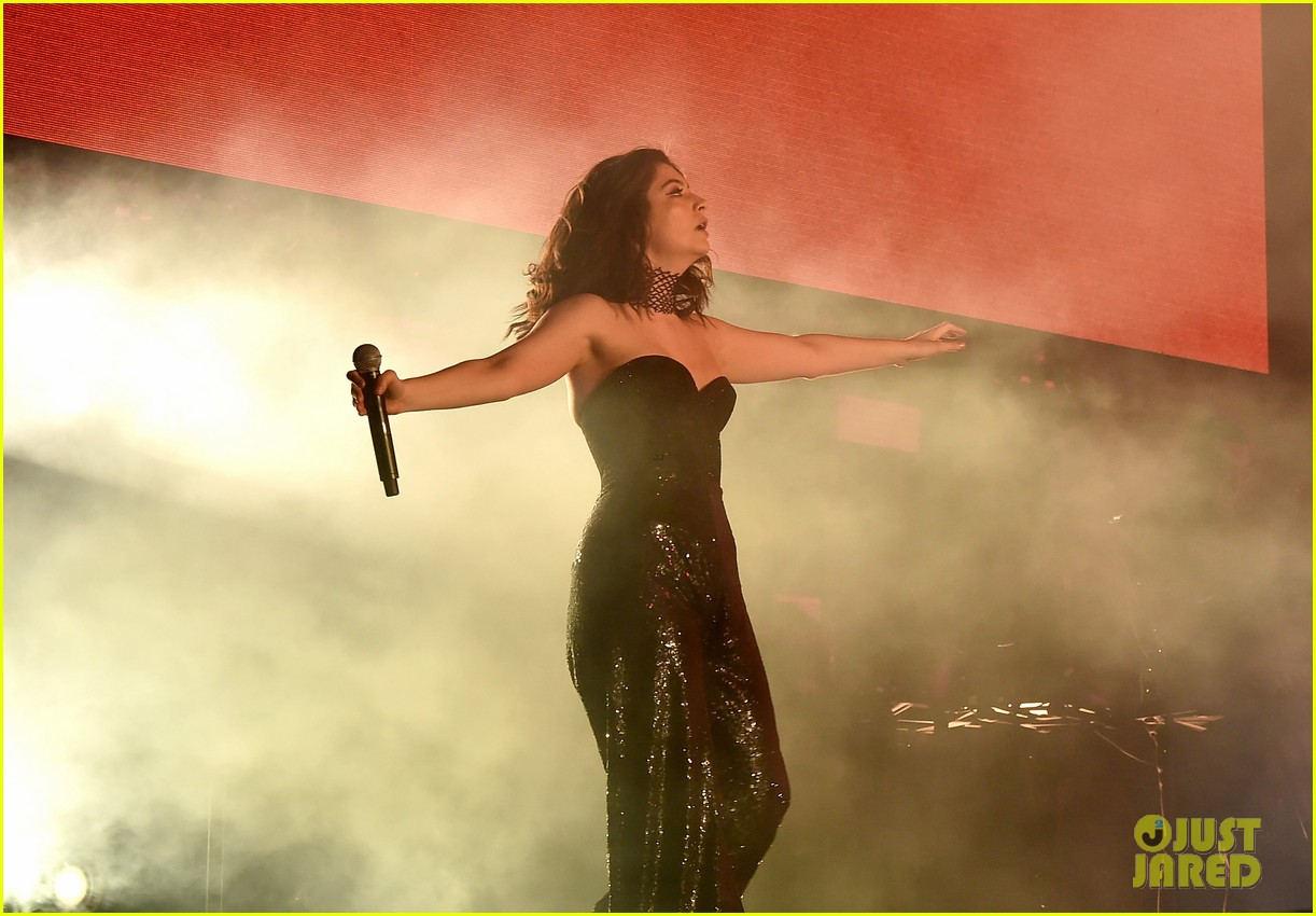 lorde performs on coachella weeknd two 12