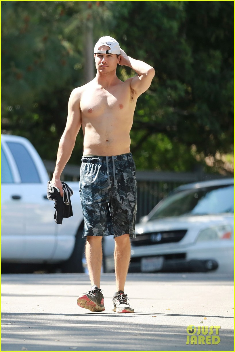 robbie amell goes shirtless on a hike 03