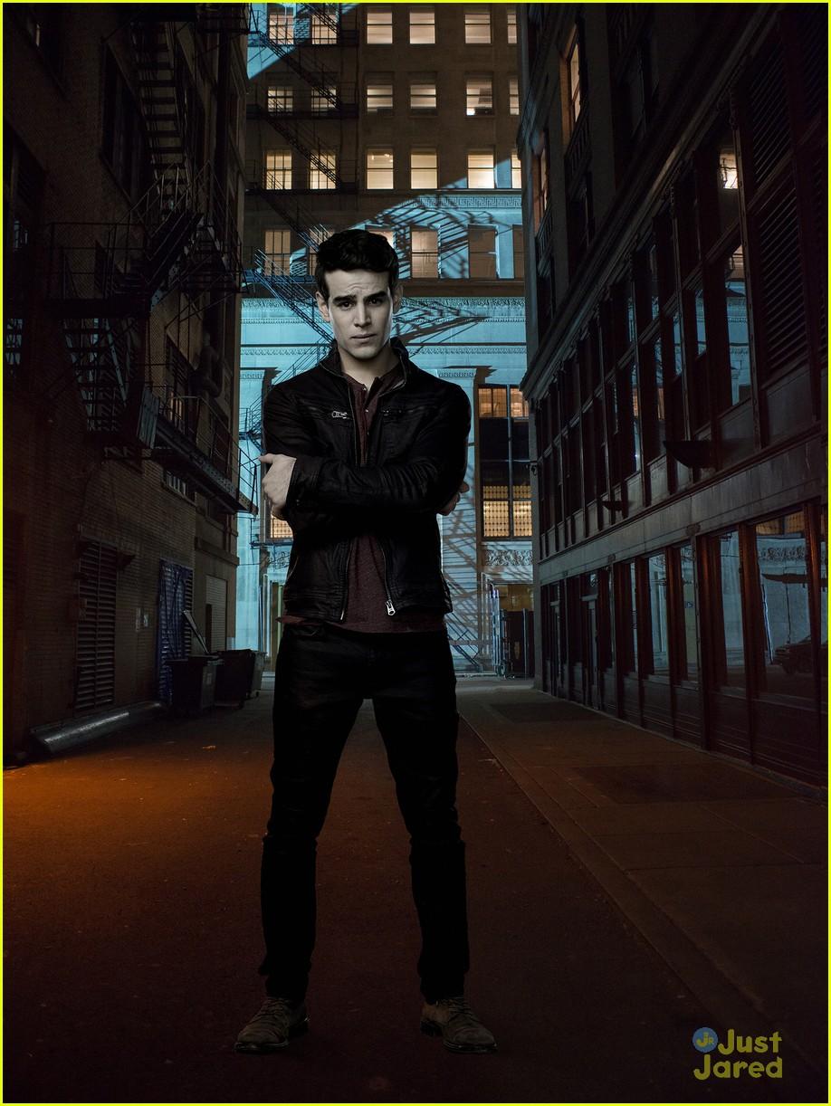 shadowhunters season 3 renewed 03