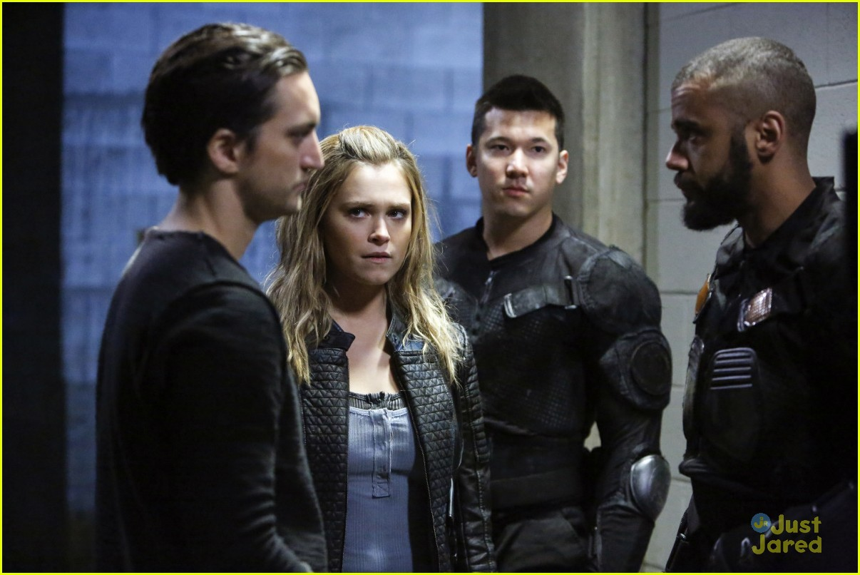the 100 two drama storylines clips watch 01