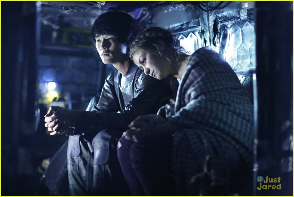 the 100 two drama storylines clips watch 09