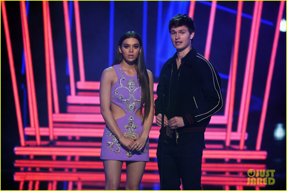 ansel elgort haile steinfeld have a lovefest at the mtv03