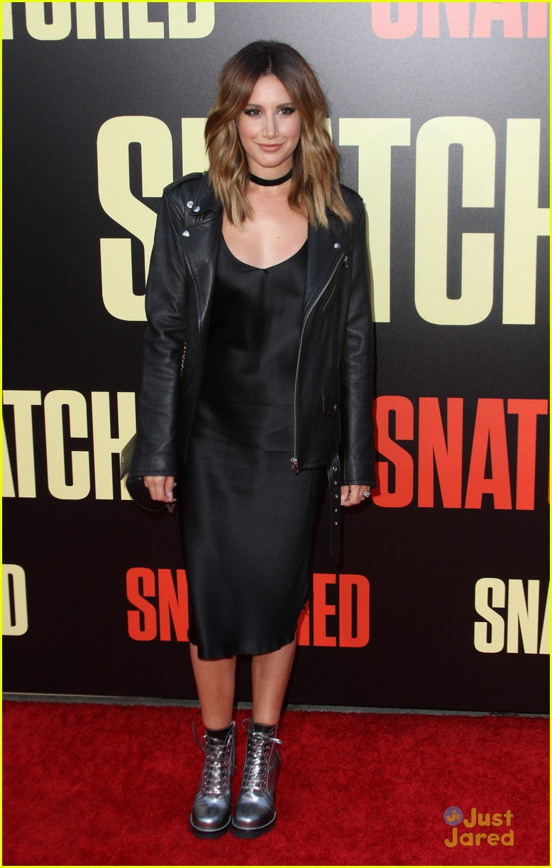 ashley tisdale lashes launch snatched premiere 08