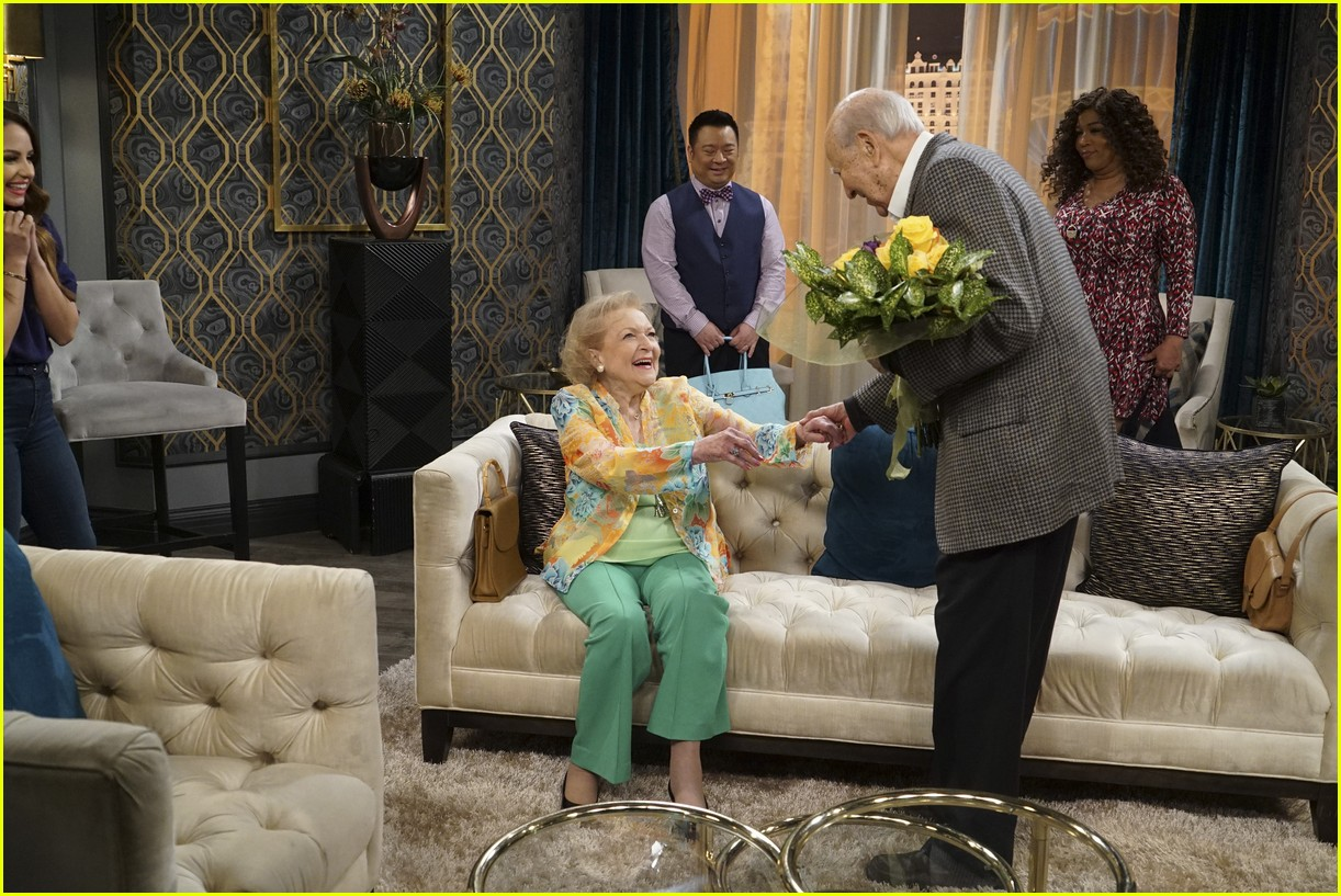 betty white young hungry vegas 13