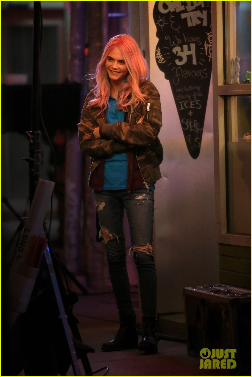 cara delevingne rocks pink wig on set05