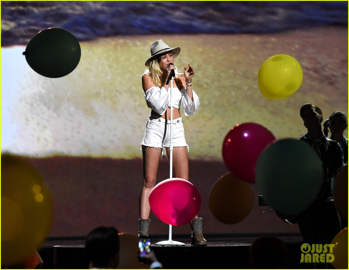 miley cyrus billboard music awards performance 13