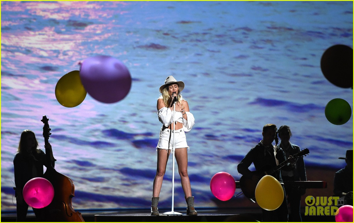 miley cyrus billboard music awards performance 15