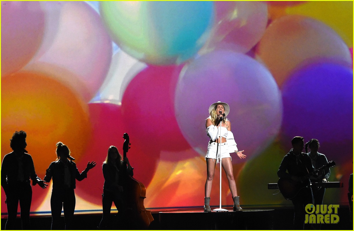 miley cyrus billboard music awards performance 19