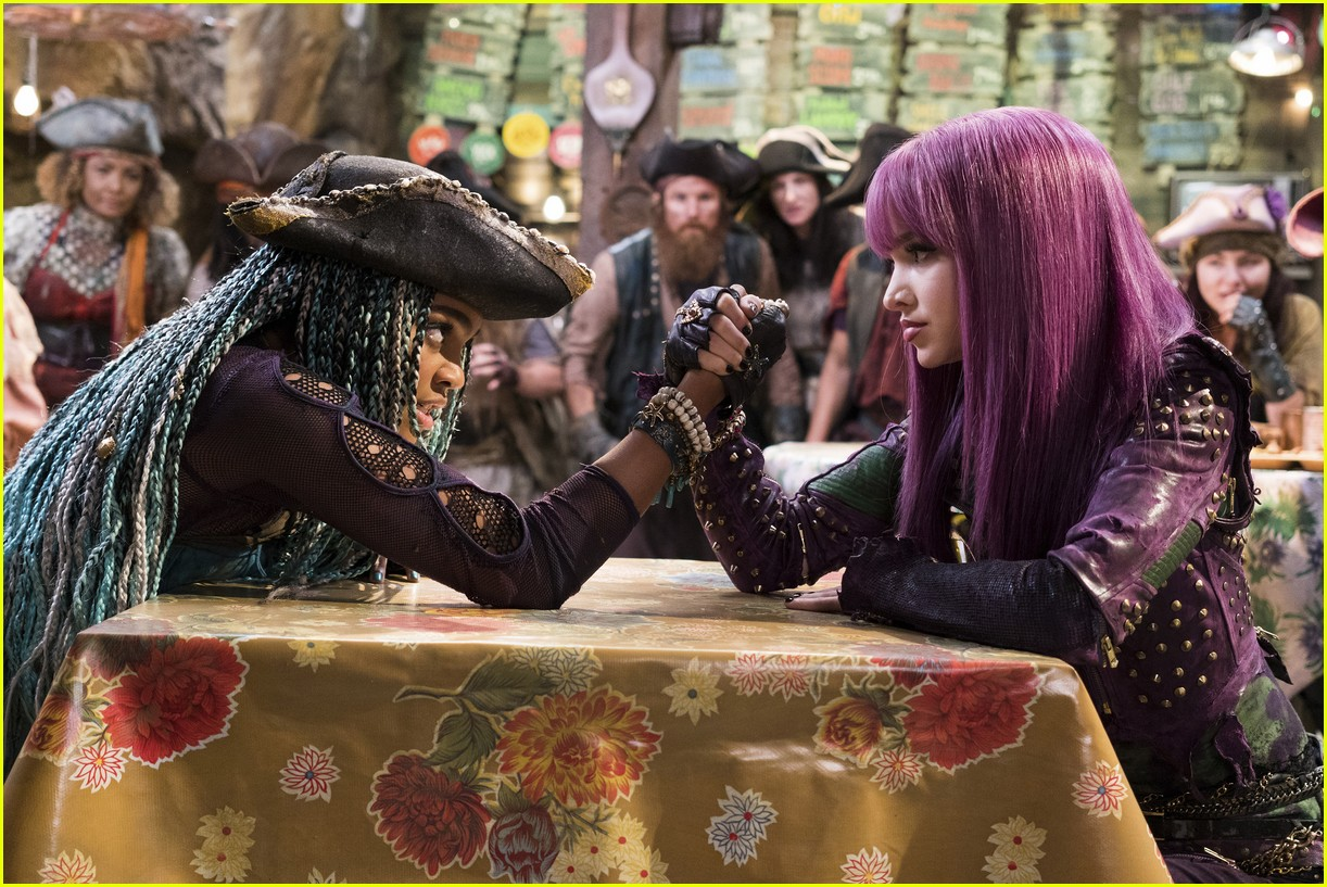 descendants 2 new stills mal uma 04
