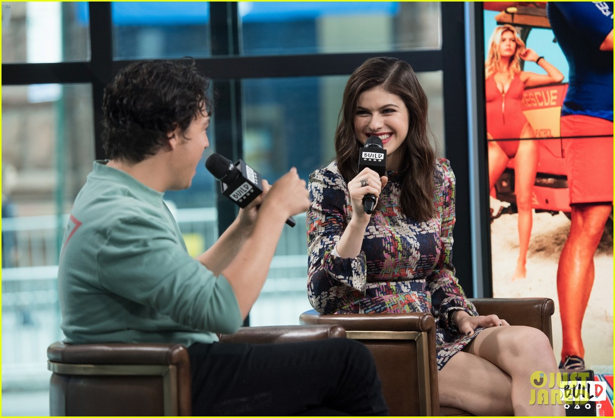 alexandra daddario and jon bass explain how baywatch flips the script on gender roles 14