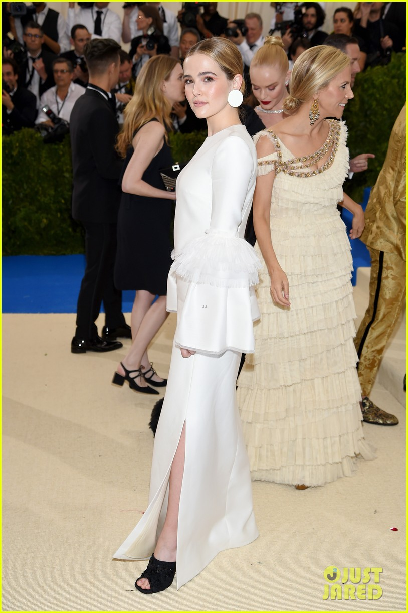 zoey deutch margaret qualley and olivia cooke pose with their met gala 2017 designers 06