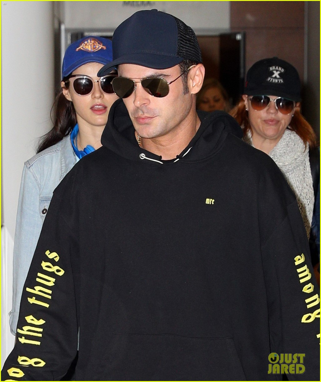 zac efron arrives down under with alexandra daddario 04
