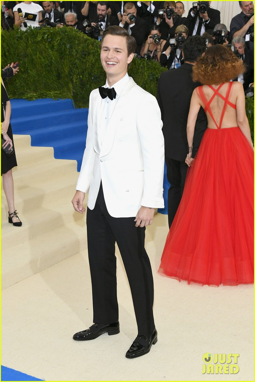 ansel elgort suits up for met gala04