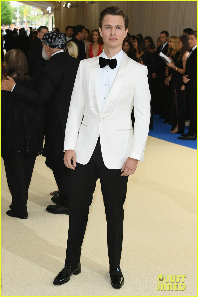 ansel elgort suits up for met gala05