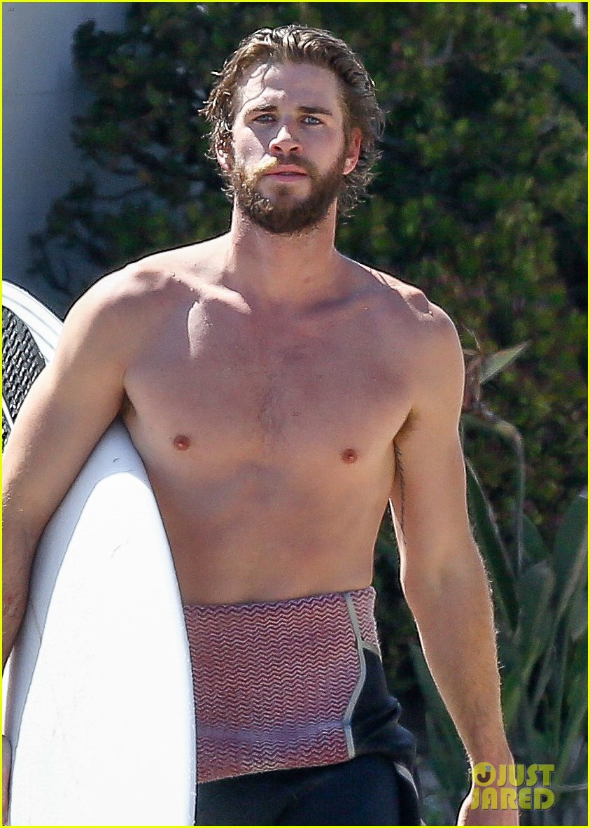 liam hemsworth goes shirtless for afternoon surfing sesh04