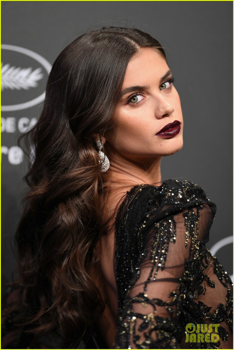 kendall jenner shines like a diamond at chopard space party 02