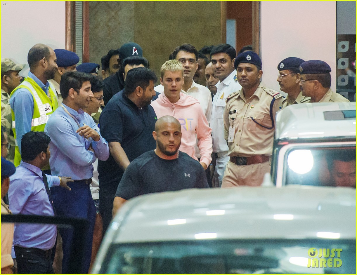 justin bieber arrives for first concert in india05