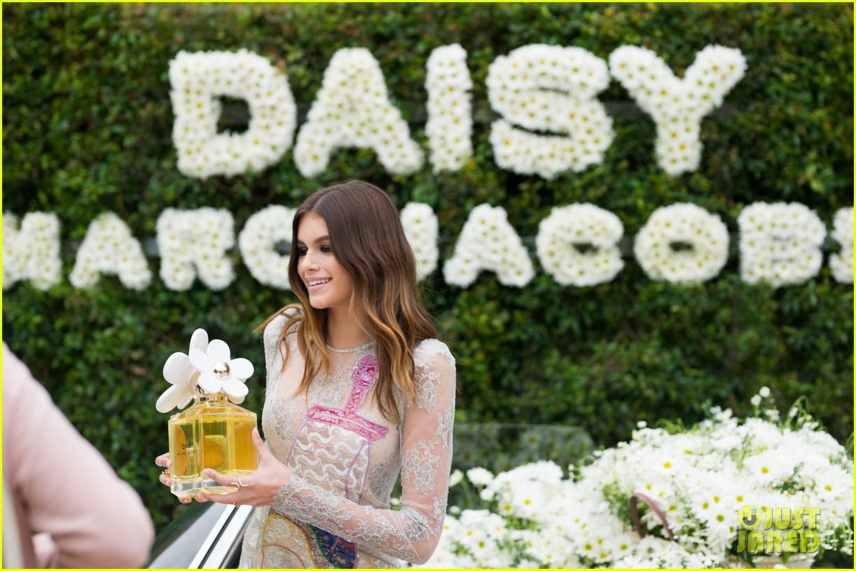 kaia geber marc jacobs daisy fragrance launch 25