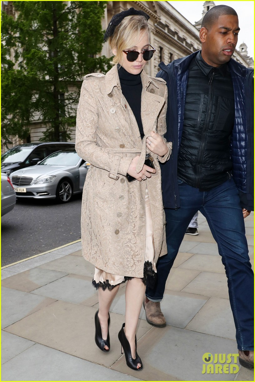 jennifer lawrence visits palace london 02