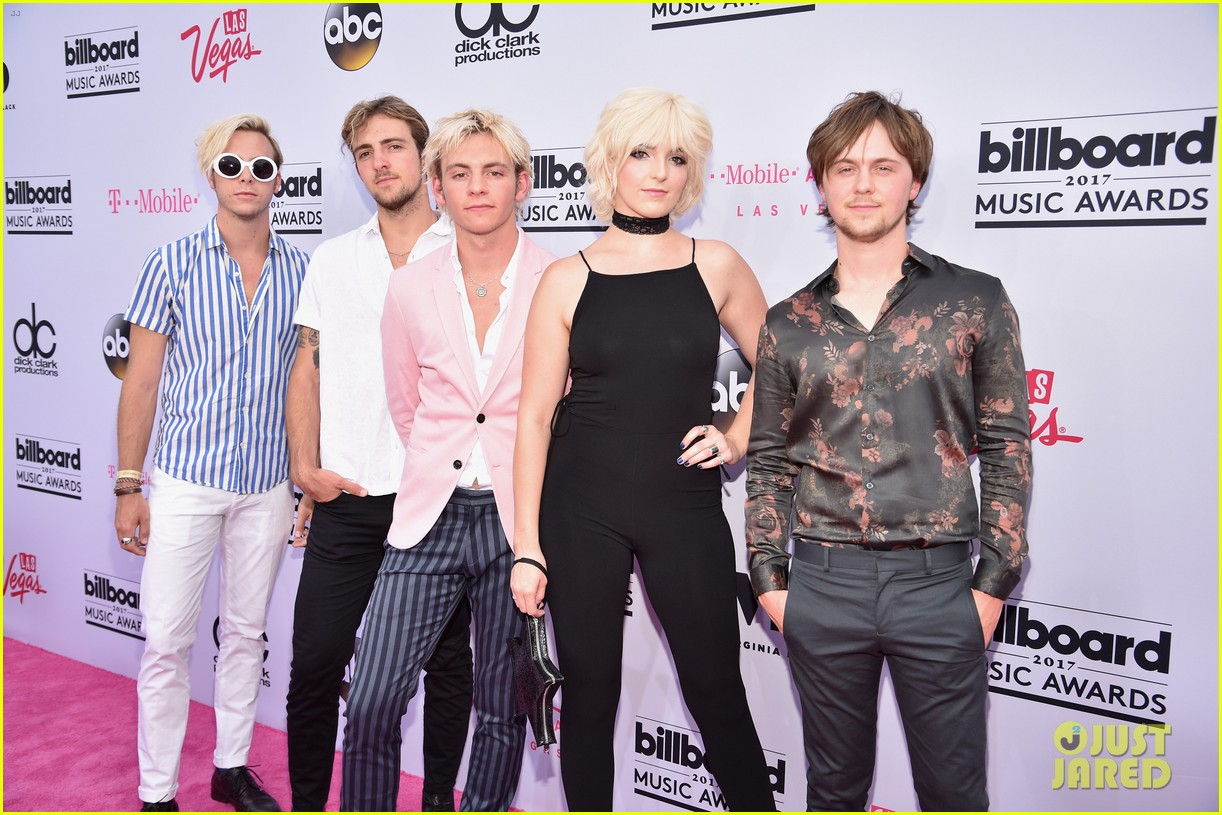 rydel lynch gives off grease vibes 01