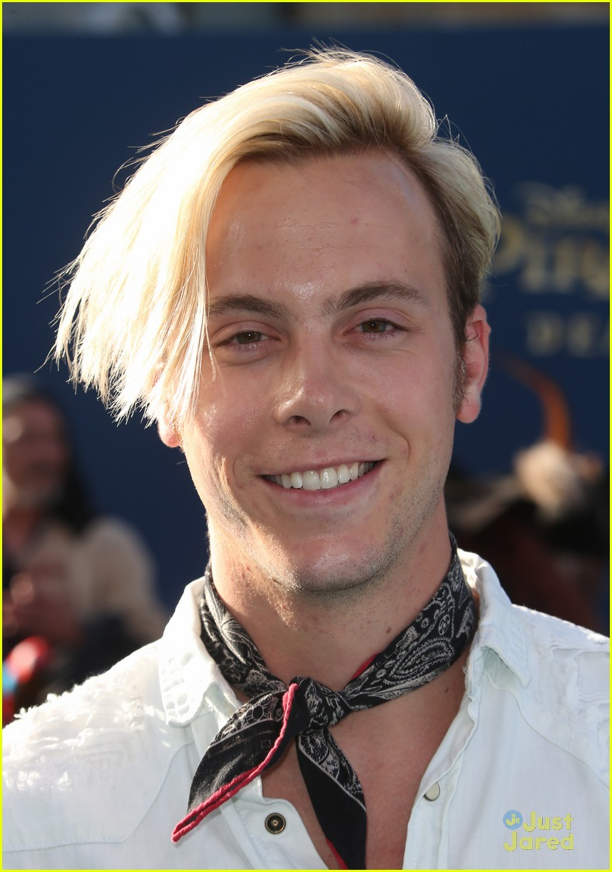 riker lynch no costume pirates premiere lana condor more 16