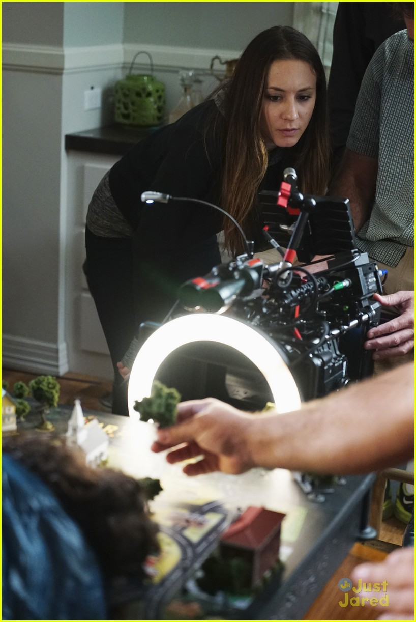 troian bellisario dishes on directing pll 01