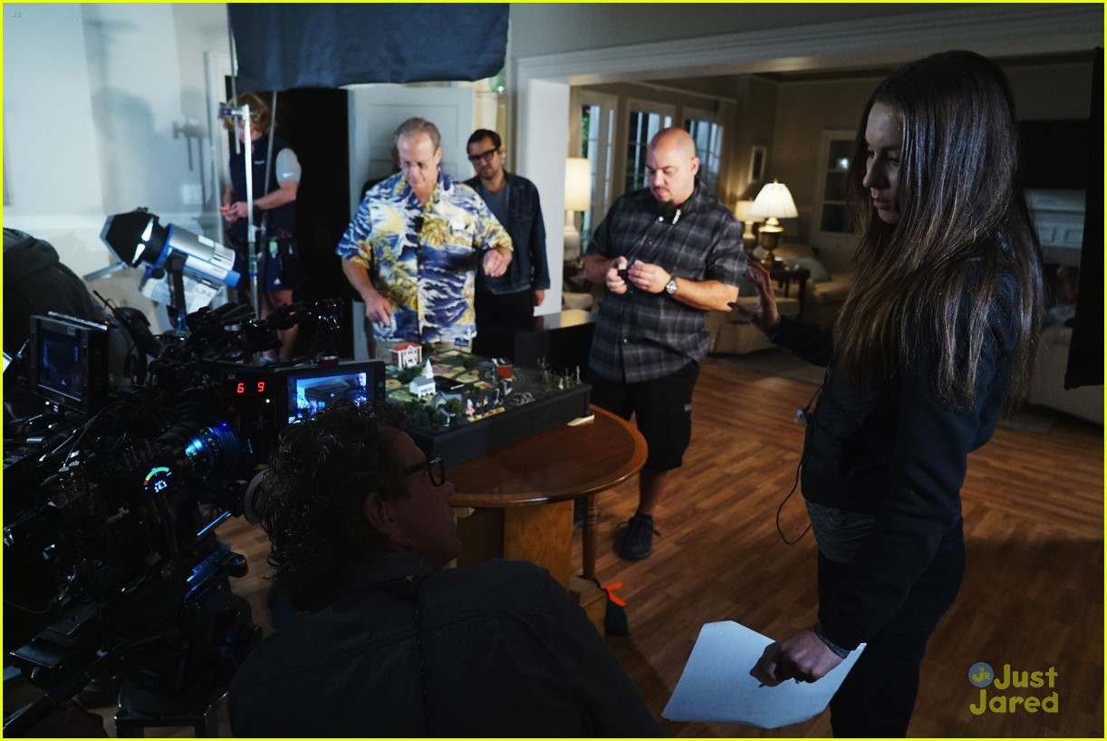 troian bellisario dishes on directing pll 09