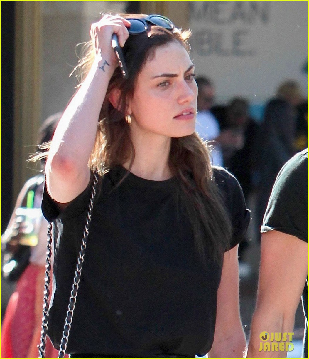 paul wesley phoebe tonkin hold hands confirm theyre back together 03