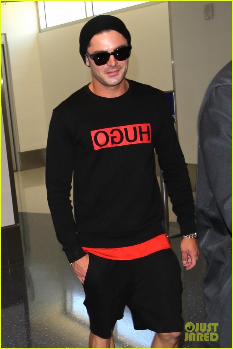 zac efron lax airport black shirt hat 01
