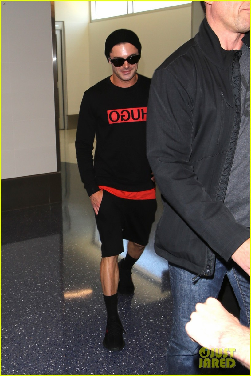 zac efron lax airport black shirt hat 02
