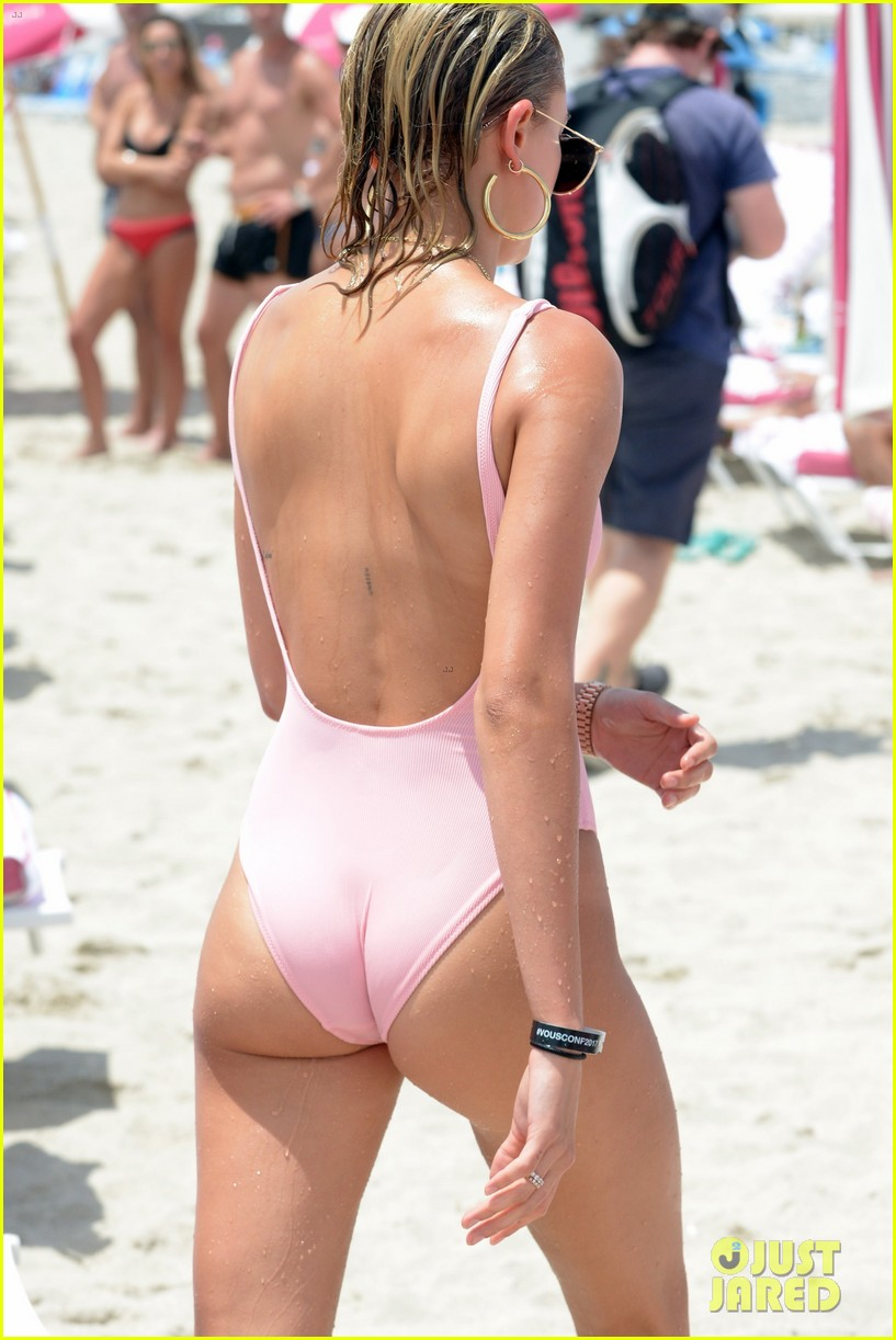 hailey baldwin enjoys miami beach in her pink swimsuit 02