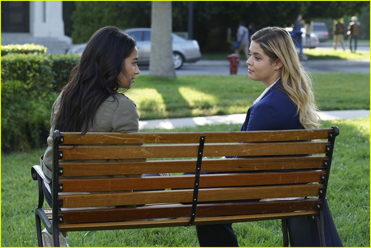 emily ali baby father pll 01